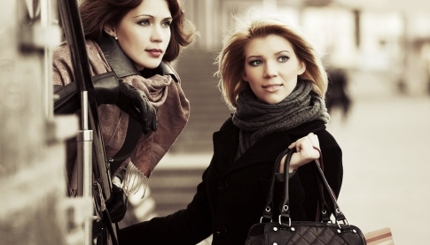 women-with-handbags